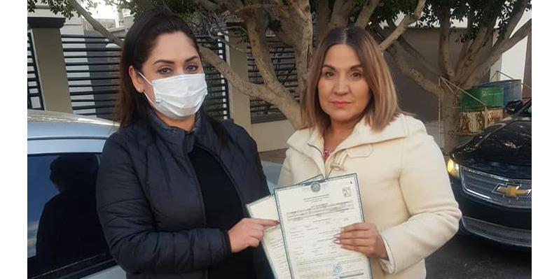 Regidora ayuda a la ciudadanía tramitando actas de nacimiento gratis