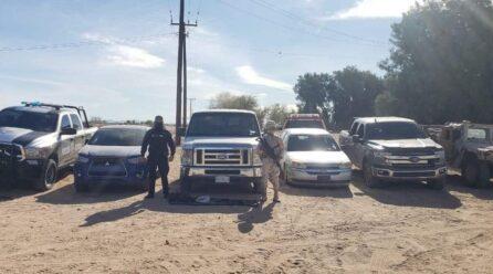 Encuentran arsenal en seis vehículos con reporte de robo en SLRC