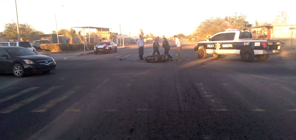 """Motociclista se parte """"La madre"""" al chocar contra una camioneta en SLRC"""