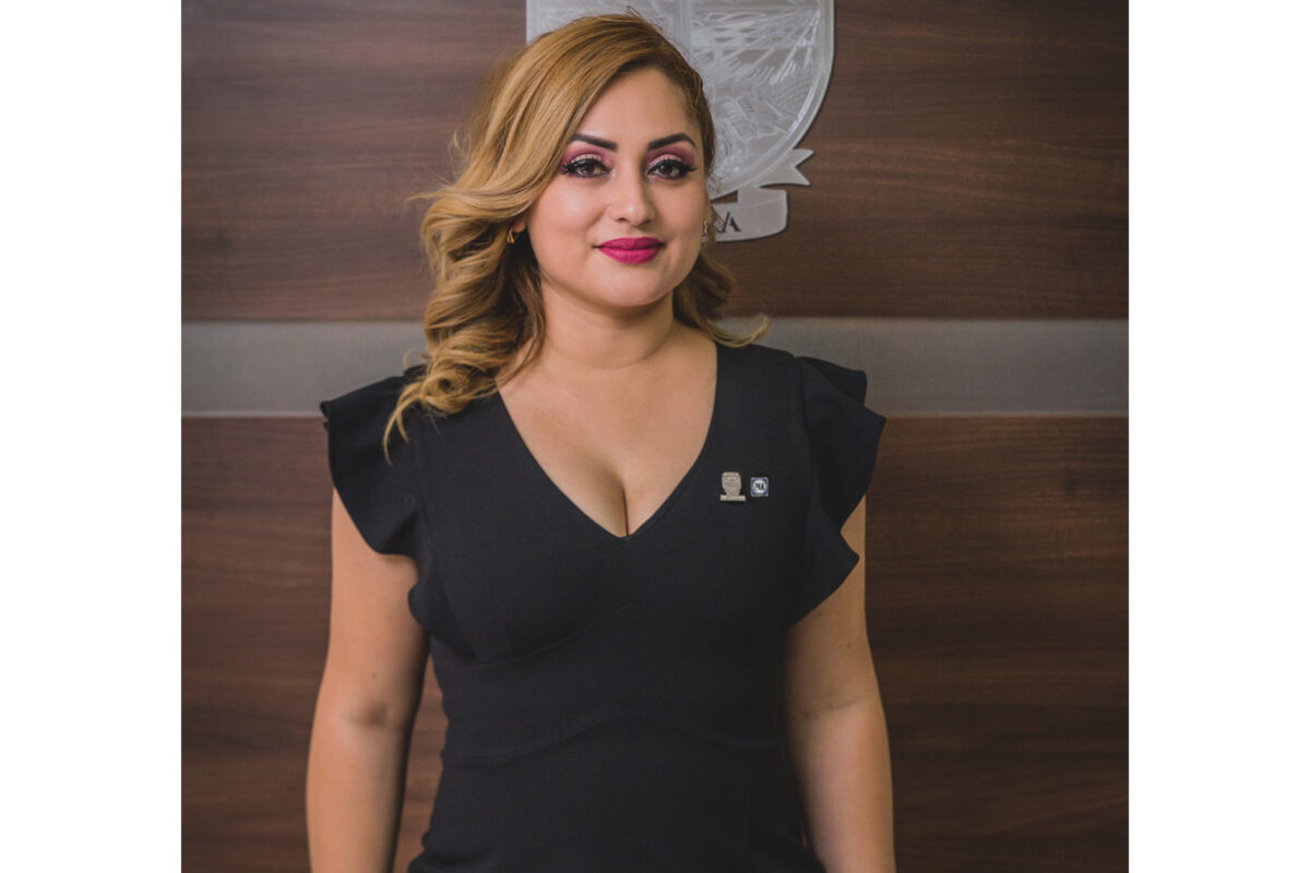 Alma Calleros levanta la mano; quiere ser alcaldesa de SLRC