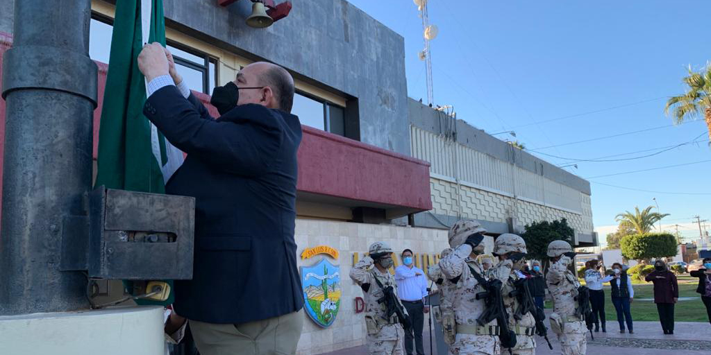 Celebra Ayuntamiento de San Luis el día de la Bandera