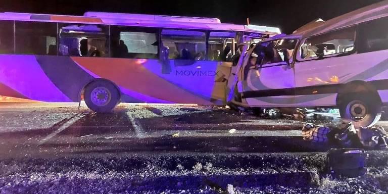 Cuerpos de rescate atienden a lesionados en accidente carretero en Caborca
