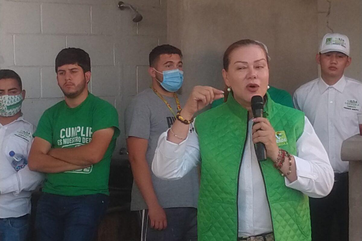 Hace campaña Hilda Herrera en la colonia Ruiz Cortines