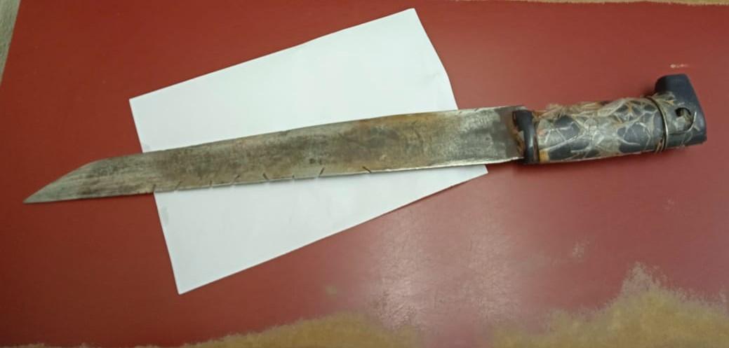 Municipales detienen a sujeto armado con machete en SLRC