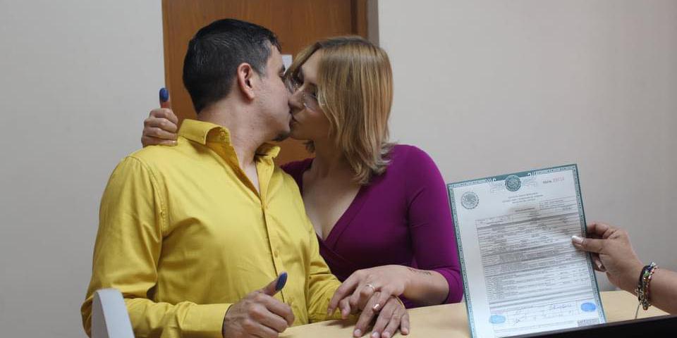 """En Sonora hace historia la primera mujer """"trans"""" en casarse por el Registro Civil"""