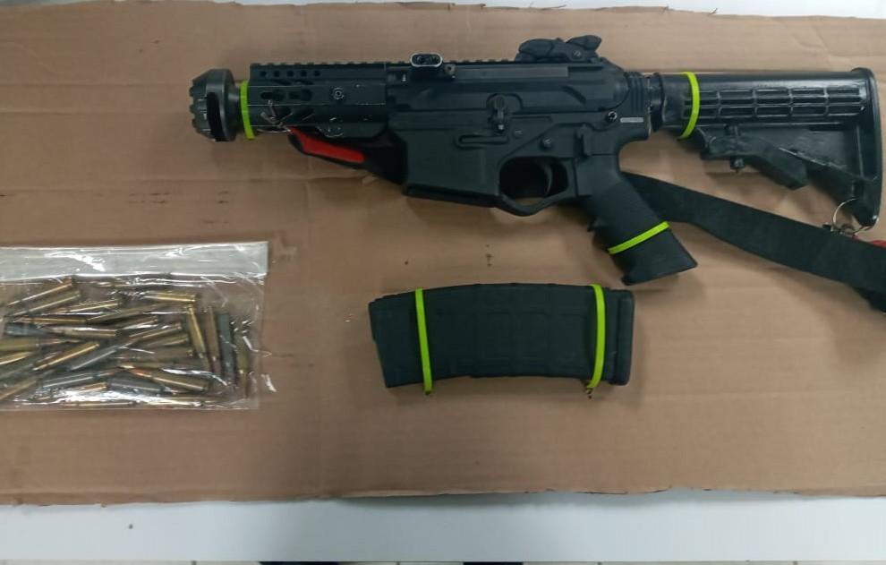 Aseguran autoridades dos armas de fuego en SLRC