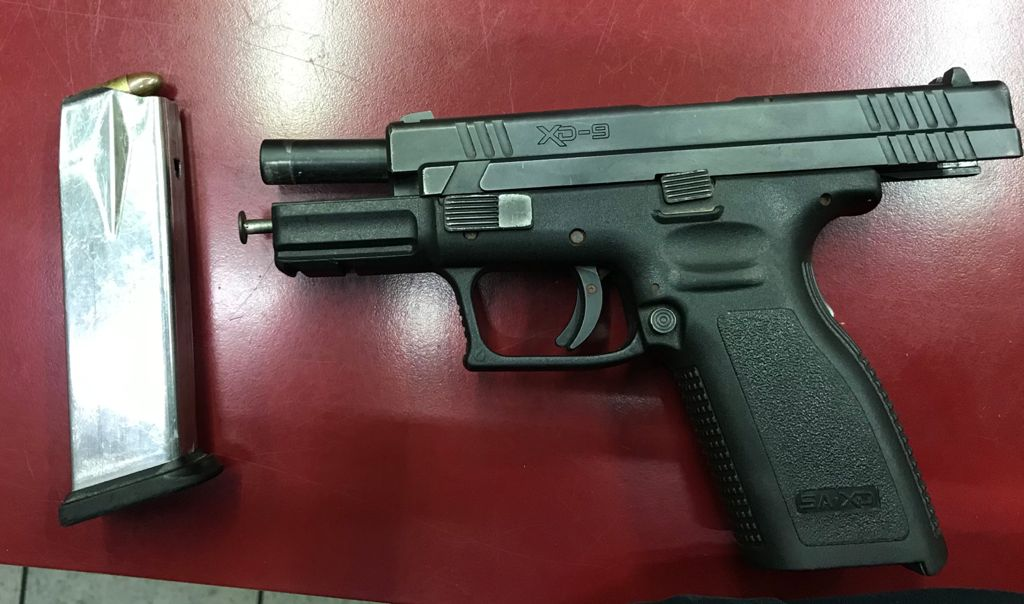 Municipales detienen a sujeto armado con una pistola 9 milímetros
