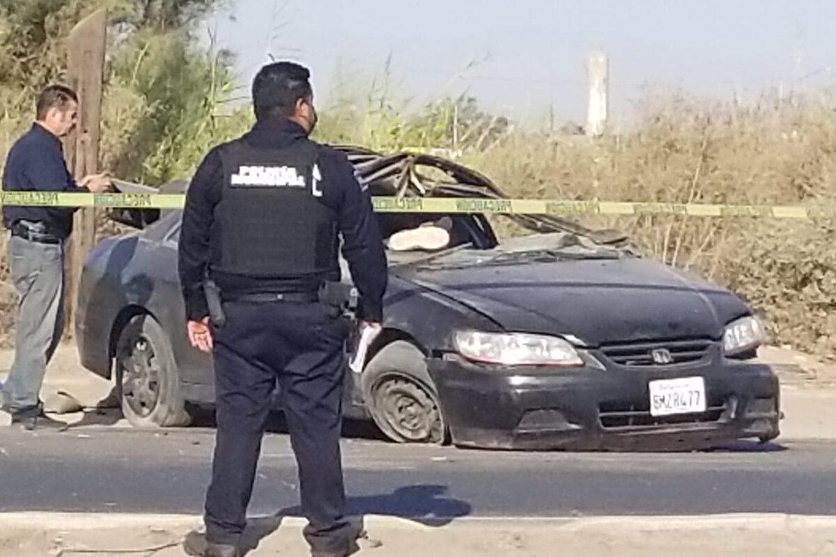 Fatal volcadura deja una persona muerta en el Valle de Mexicali