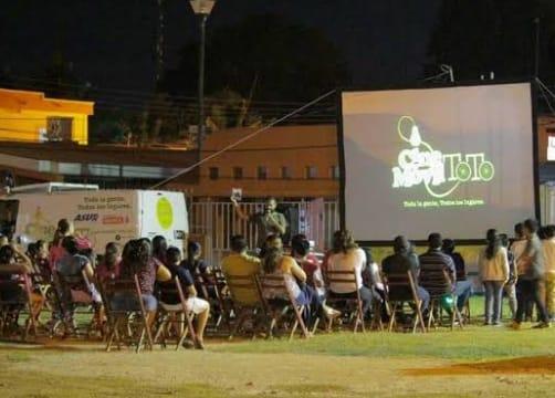 Hoy es el Cine Móvil gratuito en el parque Benito Juárez en SLRC