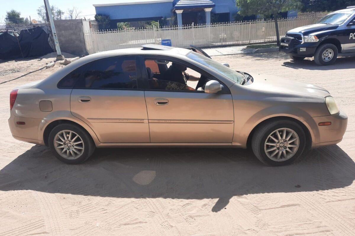Municipales encuentran dos carros con reporte de robo