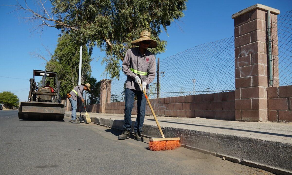 Limpia Obras Públicas alrededores del Bosque de la Ciudad