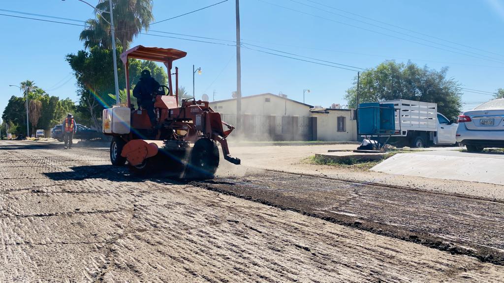 Celebran vecinos rehabilitación de pavimento en la 5 de Mayo